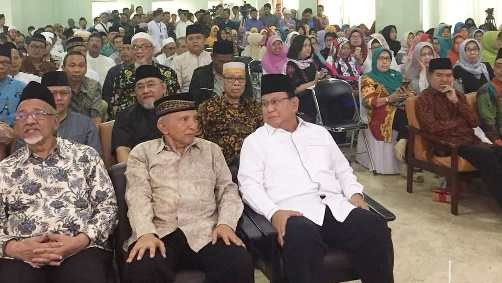Momen Akrab Prabowo dan Amien Rais di Halalbihalal DDII