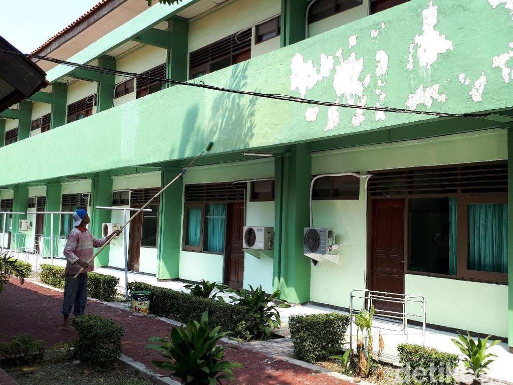 Patah Tulang, Seorang Calhaj Embarkasi Surabaya Gagal Berangkat