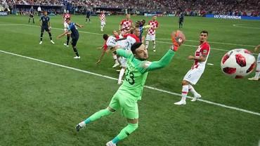 Video: Gol Bunuh Diri Mandzukic! Prancis 1-0 Kroasia