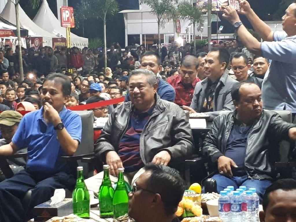 SBY Nobar Final Piala Dunia di Transmart Yogyakarta
