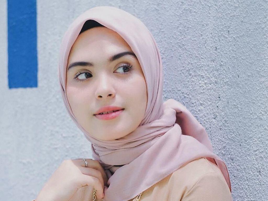 Posting Foto Bercadar, Vebby Palwinta Tulis Kalimat Menohok
