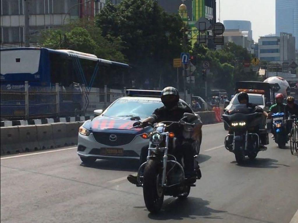 Mobil Klasik dan Moge Harley Ikutan Parade Bola Raksasa Transmedia