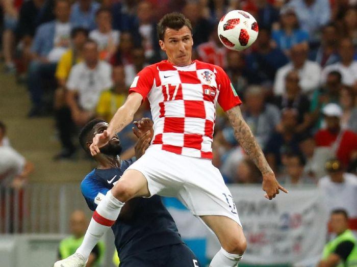 Mario Mandzukic mencetak gol bunuh diri pertama sepanjang sejarah Piala Dunia (REUTERS/Kai Pfaffenbach)