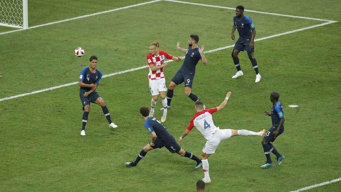 Final Piala Dunia 2018 yang pertemukan Prancis vs Kroasia bikin situs porno ternama tak laku dikunjungi. (Foto: Maxim Shemetov/Reuters)