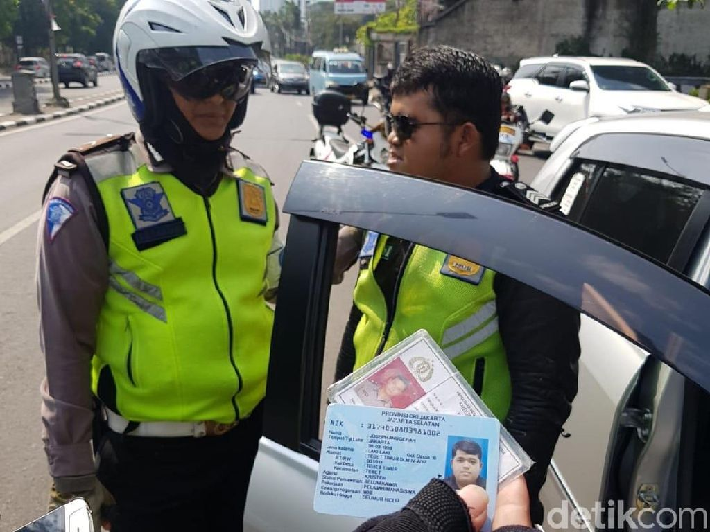 Jadi Tersangka, Polisi Gadungan Pungli di JLNT Casablanca Ditahan