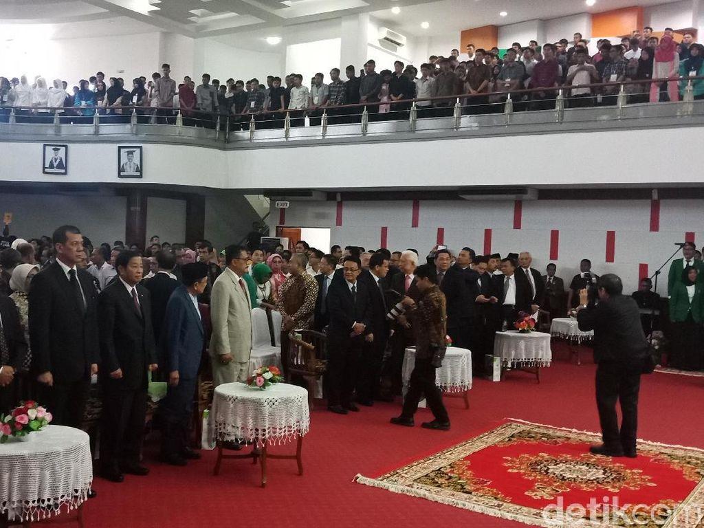 BJ Habibie Hadiri Pengukuhan Gelar Dr HC Bos Mayapada di Unand