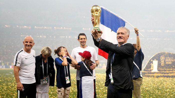 Pelatih Prancis, Didier Deschamps saat menjuarai Piala Dunia 2018. (Foto: Carl Recine/Reuters)