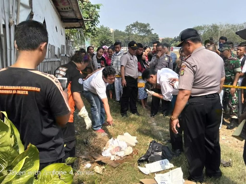 Bayi Ditemukan Terkubur di Pinggir Lapangan Kalideres