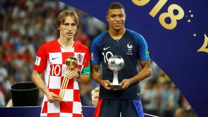 Luka Modric jadi Pemain Terbaik Piala Dunia 2018, sementara Kylian Mabppe merebut penghargaan Pemain Muda Terbaik (REUTERS/Kai Pfaffenbach)