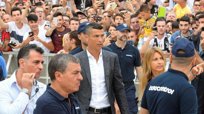 Cristiano Ronaldo tiba di J-Medical untuk menjalani tes medis (Foto: Massimo Pinca/Reuters)