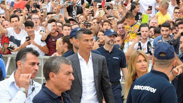 Cristiano Ronaldo gabung dengan Juventus untuk kontrak empat tahun.