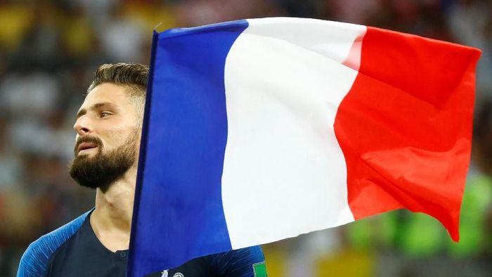 Olivier Giroud bernazar memangkas rambut jika Prancis juara Piala Dunia 2018. (Foto: Kai Pfaffenbach/REUTERS)
