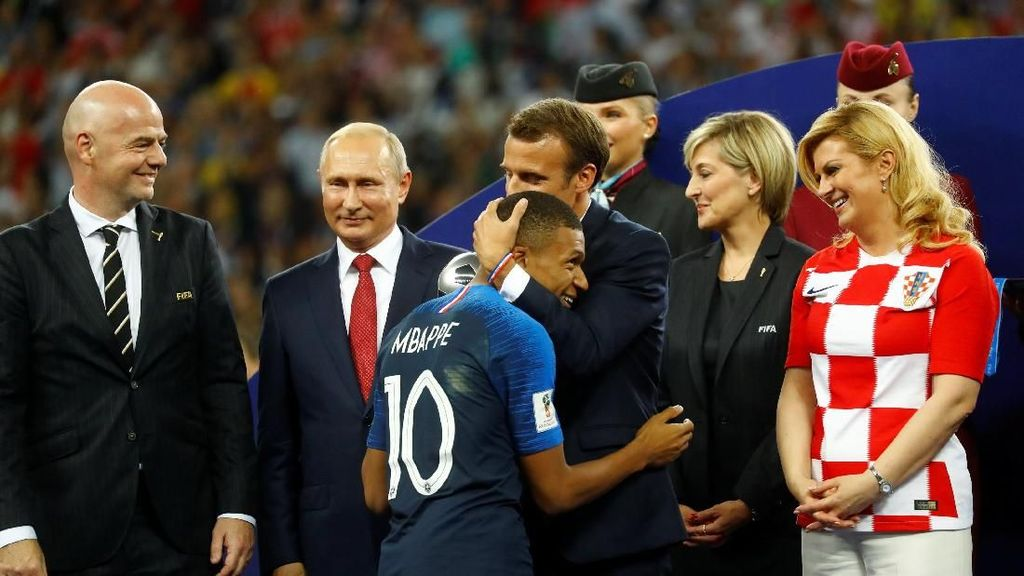 Presiden Kroasia dan Rusia pun Ikut Pesta Prancis di Ruang Ganti