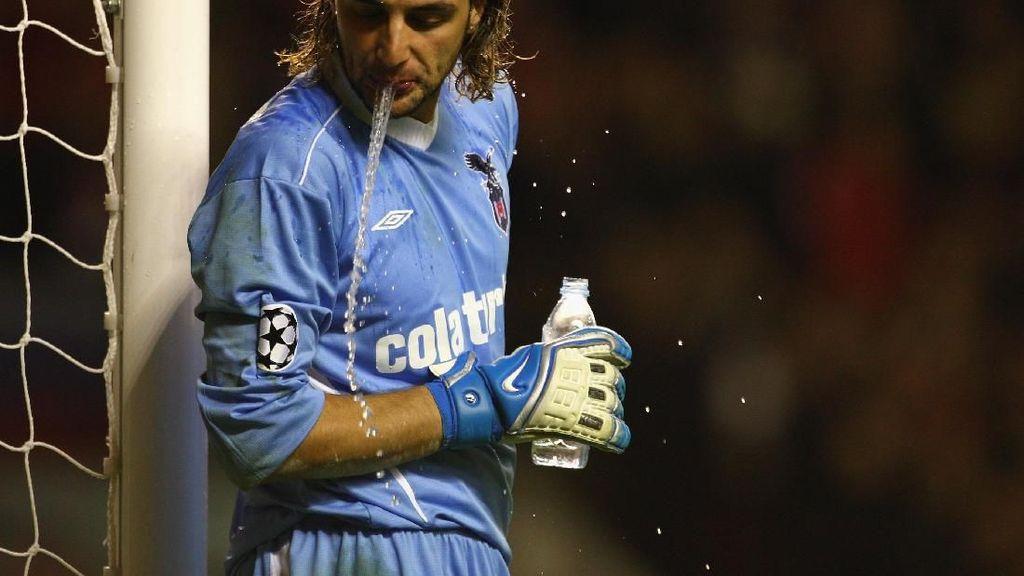 Pemain Bola Muntahkan Air, Carb Rinsing atau Cuma Basahi Mulut Kering?