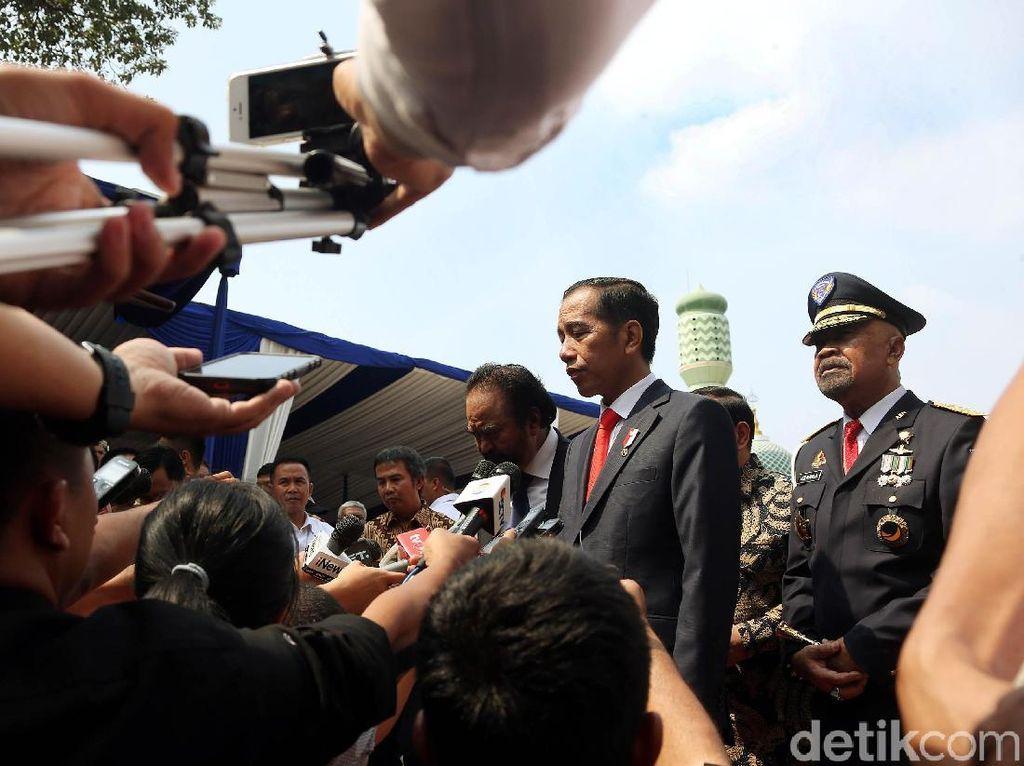 Jokowi Lantik 724 Taruna-Taruni Akmil dan Akpol Jadi Perwira