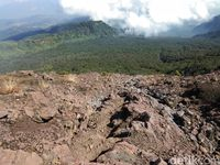 Kacantikan Wanita di Gunung Slamet dan Pendakiannya yang melelahkan