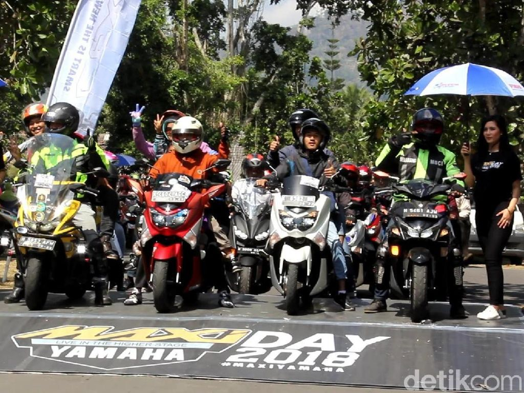 Candi Borobudur Sambut Rombongan Touring 5.500 Km Yamaha Maxi