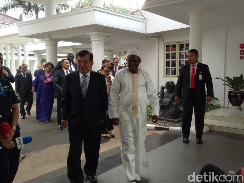 Wapres Gambia Temui JK, Undang Indonesia ke KTT OKI