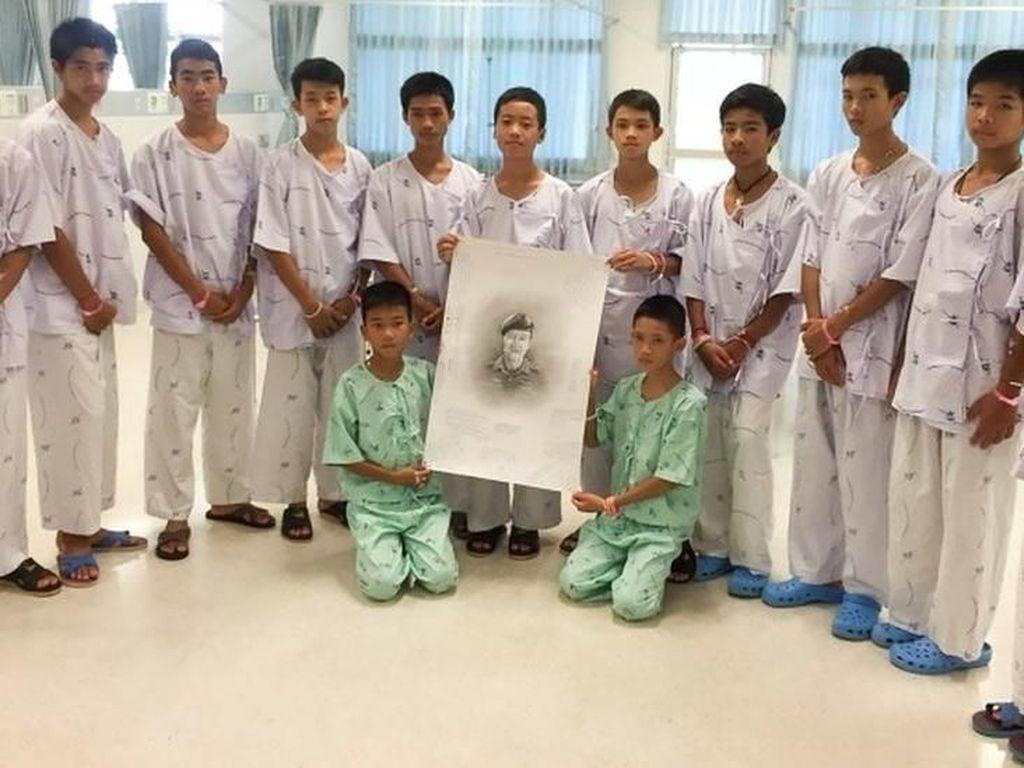 Diberitahu Soal Penyelam yang Tewas, 12 Remaja Thailand Menangis