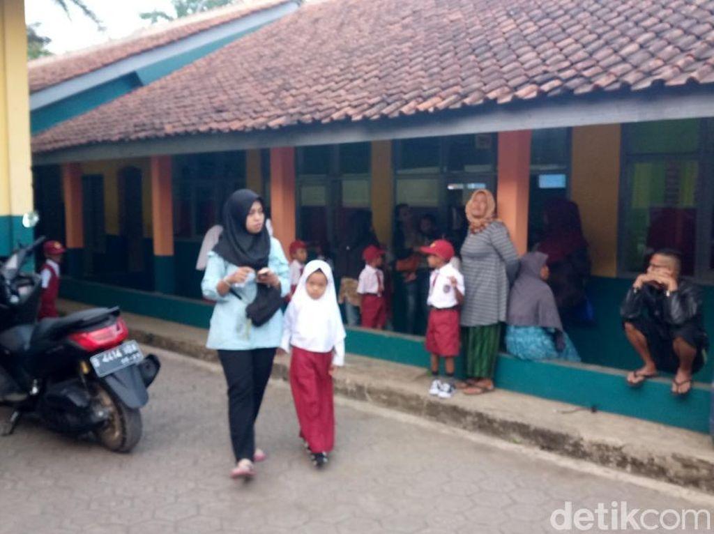 Hari Pertama Sekolah, Atikah Datang Pagi Buta Amankan Bangku Cucunya