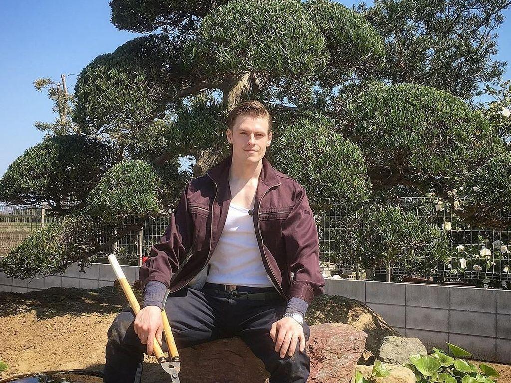 Model Swedia Ini Pindah Kewarganegaraan Demi Jadi Tukang Kebun di Jepang