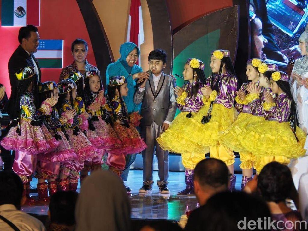 Risma Tunjukkan Ini ke Delegasi Surabaya Cross Culture di Gala Dinner