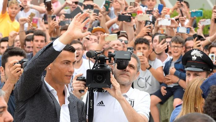 Cristiano Ronaldo dibeli dari Real Madrid oleh Juventus dengan nilai 100 juta euro (Foto: Massimo Pinca/Reuters)