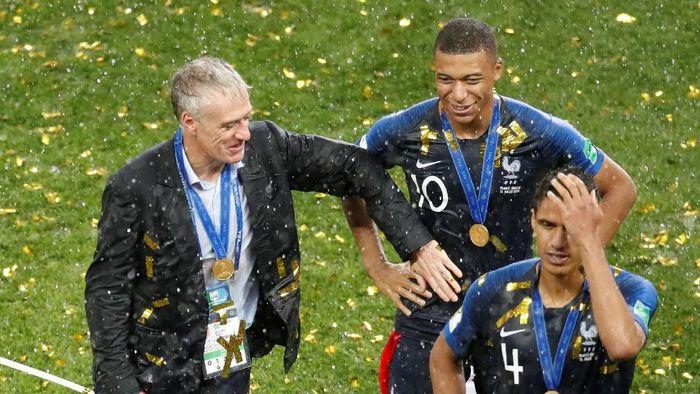 Terungkap hal-hal apa saja yang dikatakan Didier Deschamps pada jeda pertandingan. (Foto: Christian Hartmann/Reuters)