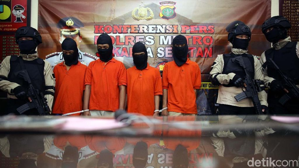 Polisi Tangkap Komplotan Begal Motor di Jagakarsa