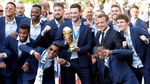 Meriahnya Parade Juara Les Bleus di Paris