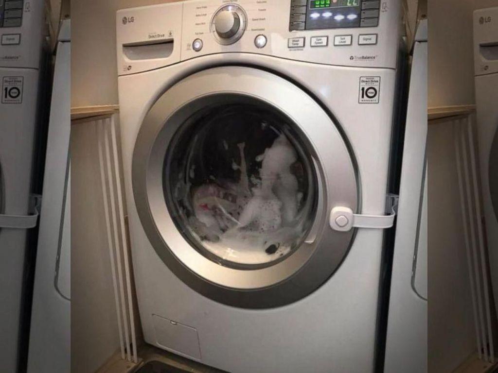 Duh! Balita di AS Terperangkap dalam Mesin Cuci yang Menyala