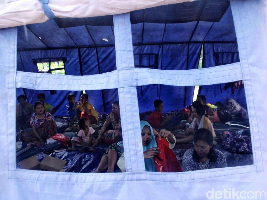 Warga Korban Kebakaran Sunter Agung Mengungsi di Tenda