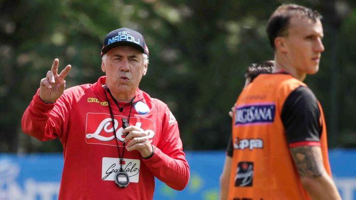 Carlo Ancelotti yakin bisa membawa Napoli juara Liga Italia (Foto: Ciro De Luca/Reuters)