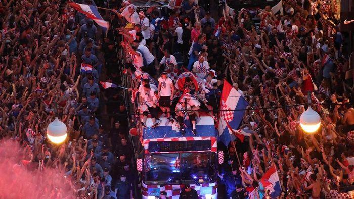 Para pemain Kroasia disambut meriah di Zagreb sepulangnya dari Piala Dunia 2018 (Foto: Marko Djurica/Reuters)