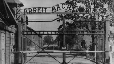 Curi Batu Bata dari Kamp Konsentrasi, 2 Turis Hongaria Dipenjara