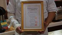 Sertifikat halal dari Chef Takehiko (Masaul/detikTravel)