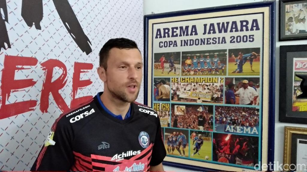 Arema FC Rekrut Kiper Asing, Masih Cari Striker