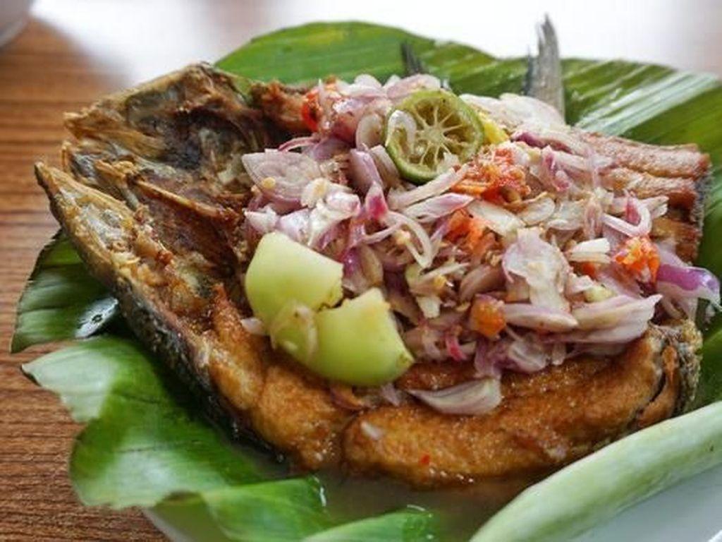 Pecak Ikan Betawi yang Gurih Segar Ada di 5 Tempat Makan Ini!