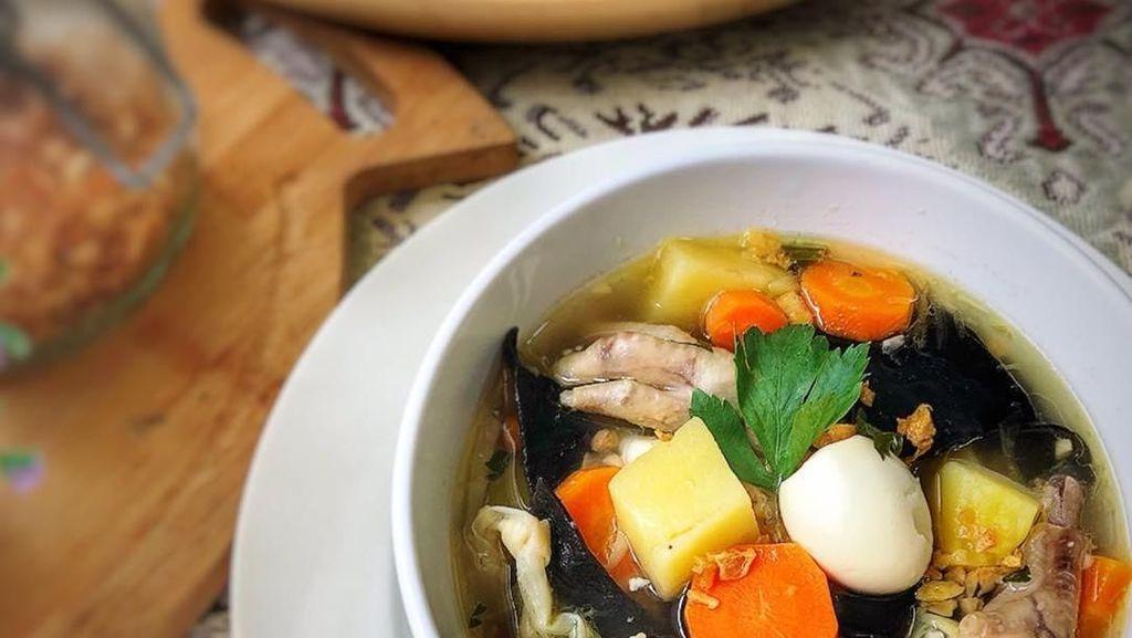 Hangat dan Gurih, 10 Sup Kimlo Komplet yang Cocok Buat Makan Siang