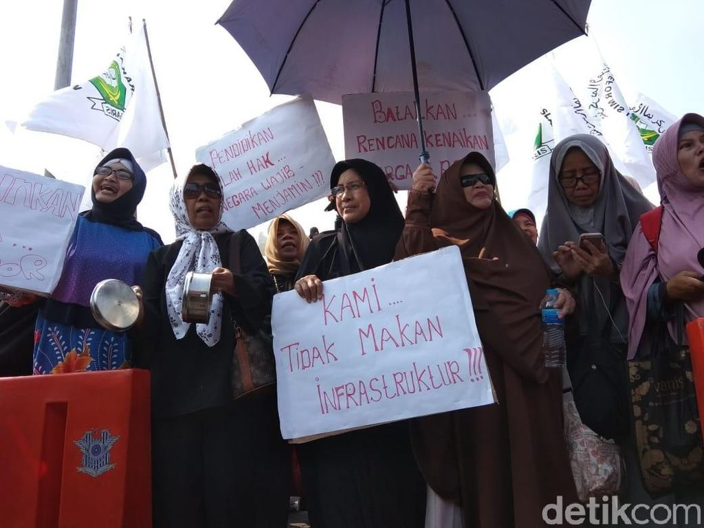 The Power Of Emak-Emak, Demo Minta Harga Turun