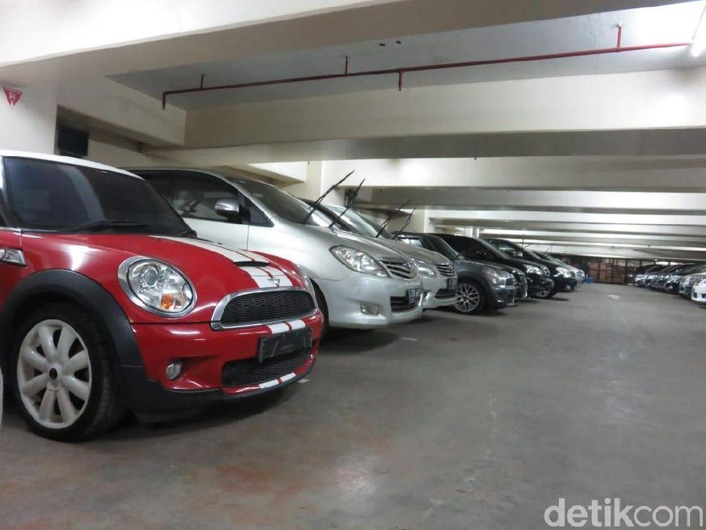 Garasi Ini Dipenuhi Mobil Mewah Koruptor