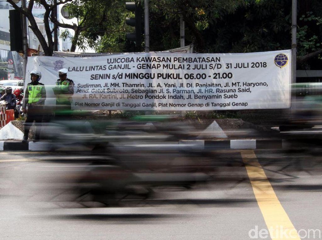 Polisi terus Gencar Sosialisasikan Ganjil Genap di Jalan