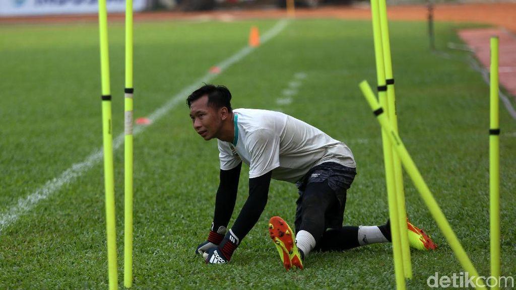 Gen Kiper Awan dari Bapak, Berkenalan Sepakbola Berkat Tetangga