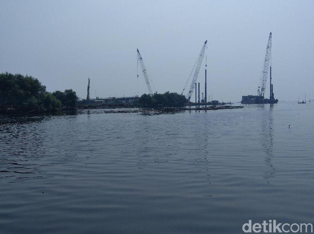 Nelayan Dadap Protes Pembangunan Jembatan ke Pulau Reklamasi