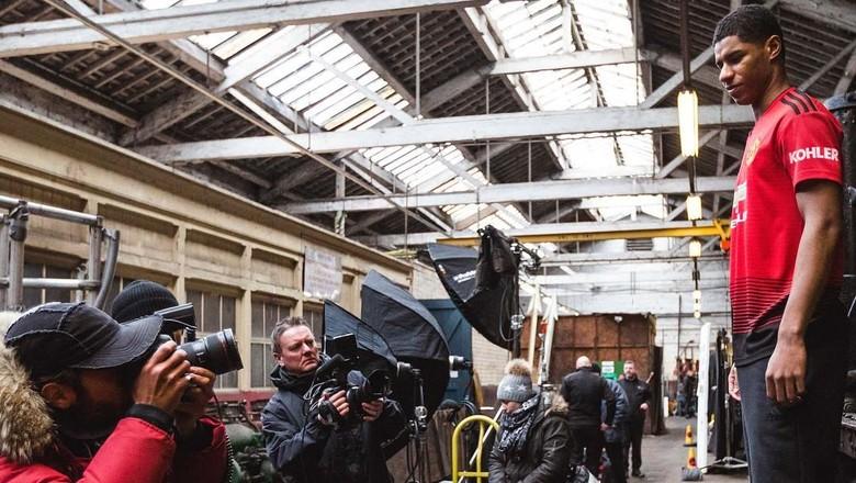 Mengenang Sejarah 140 Tahun dalam Jersey Terbaru MU