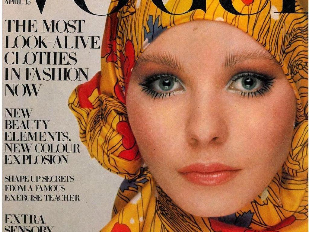 Potret Model Pakai Scarf Seperti Hijab Muncul di Sampul Vogue Tahun 60-an