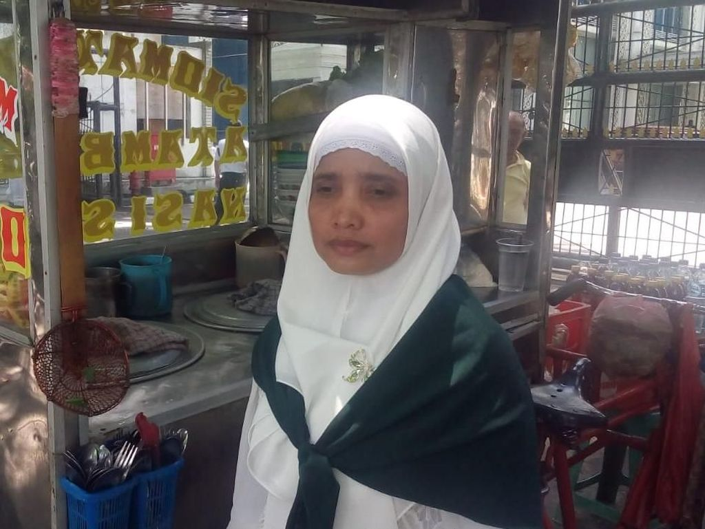 Nabung 7 Tahun, Penjual Mi Ayam dari Medan Akhirnya Naik Haji