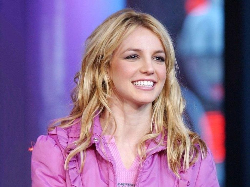 Britney Spears Rayakan 20 Tahun Megahit Baby One More Time