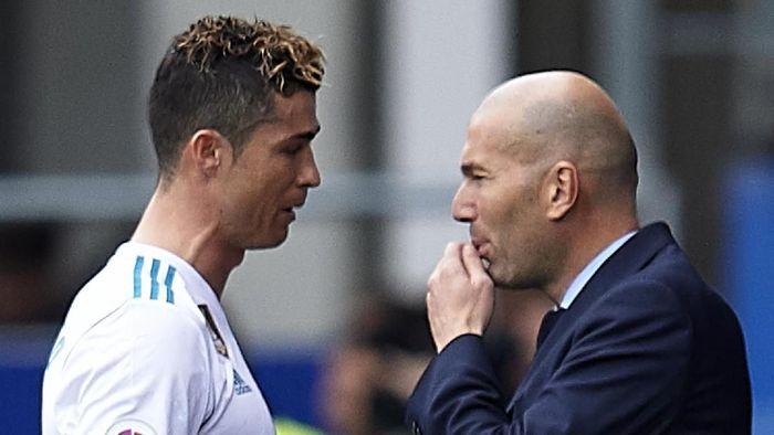 Cristinao Ronaldo memuji kecerdasan Zinedine Zidane. (Foto: Juan Manuel Serrano Arce/Getty Images)
