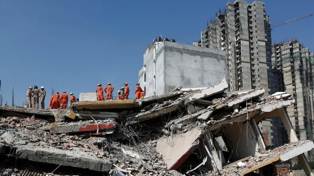 Foto: Runtuhnya Gedung 6 Lantai yang Sedang Dibangun di India